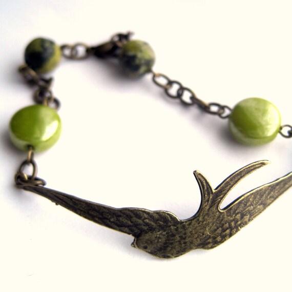 Bird bracelet - swallow, hirondelle - green bracelet, green beads, pea, chartreuse, pearl, turquoise stone - stone bracelet - IN FLIGHT