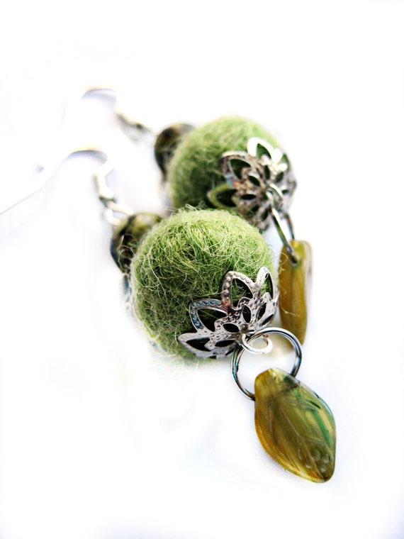 Green earrings - Woodland, wood nymph, leaf, forest - FELT beads, fuzzy, needlework beads - stones - dangle earrings