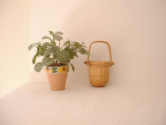 Cape Cod Nantucket Basket. Country Cottage. Nice piece of Americana.Second of Two.