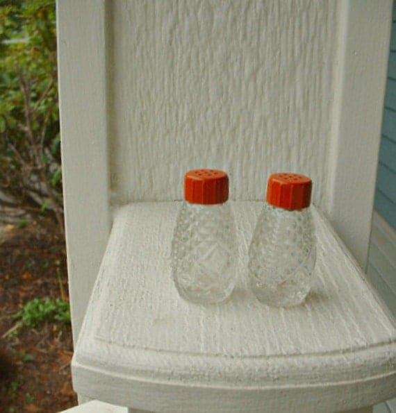 1950 Glass, red topped, Salt and Pepper shaker set. Tiny. Pressed glass. USA.