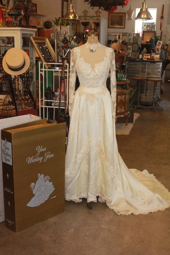 "SALE William Cahill ""Keepsake"" Vintage circa 40's - 50's Ivory Wedding Dress with Train"