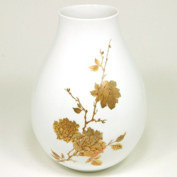 Alboth and Kaiser Clarissa Vase, Gold Flowers on White, AK Kaiser, Alboth and Kaiser, Bavaria, Western Germany, ca. 1970s