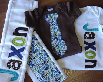 Boys Personalized Onesie and Burp Cloth Set, Perfect for Baby Shower Gift or Decoration - 2D Zoo, Jungle Animals