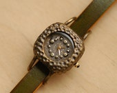 Vintage Handmade Woman Wrist Watch with Leather Band /// Pollen Nemo - Perfect Gift for Birthday, Anniversary