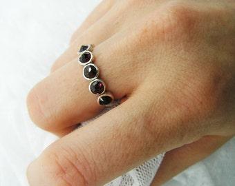 Sterling silver ring. Garnet ring. Natural Garnet spikes ring. Silver ring. Garnet silver ring. Silver garnet ring. (sr-9531-587)