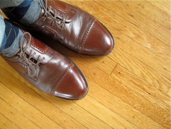sale..sale...Men's Size 9 // Vintage Brown Oxford Wingtip Shoes // Lace up Brogues