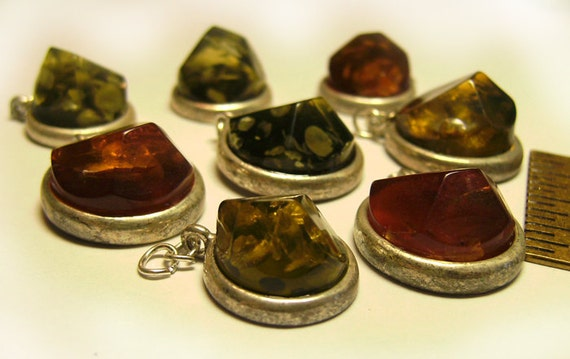 8 Faux Amber Chunks Charms Green & Golden