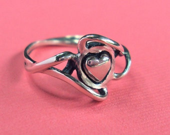 Ribbon heart ring