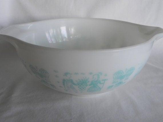 Large Pyrex Amish Butternut Mixing Bowl