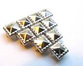 100 Medium Decorative Dotted Bright Silver Pyramid Studs - 8mm