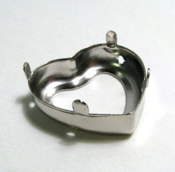 Silver Heart Shaped Bezel Pendant Setting 28mm X 30mm X