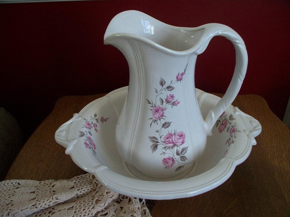 vintage haeger wash bowl and pitcher set 4237 with pink roses. Black Bedroom Furniture Sets. Home Design Ideas