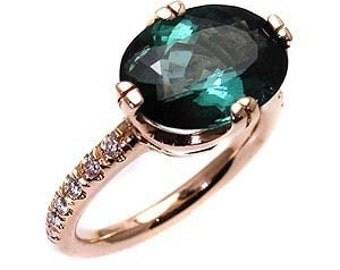 Green tourmaline ring .
