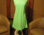 Vintage 1970s Soothing Lime Green Poly Knit Sheath Mini dress with white daisies
