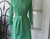 Vintage 1970s Shirtmaker day dress for B. Altman Green with white Polka Dot Sz Med