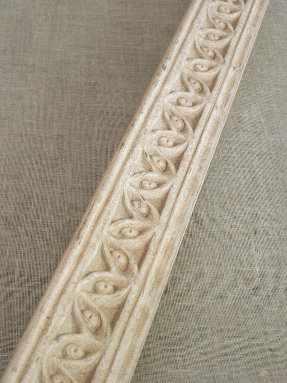 4- 2 foot Pieces of Ornate Moulding- Frames / Mirrors / Molding