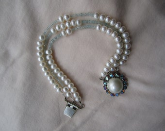 Three Strands Pearl Bracelet ./. Bridal Pearl Bracelet ./. White Pearls and Aquamarine Bracelet ./. Romantic Bracelet ./. Aquamarine Beads