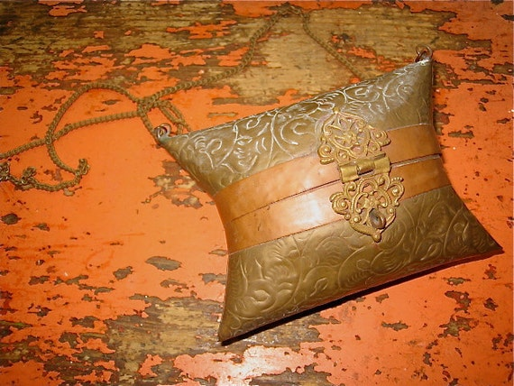 vtg tooled BRASS hinged ART NOUVEAU victorian  Purse