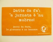 Orange magnet with Neapolitan proverb