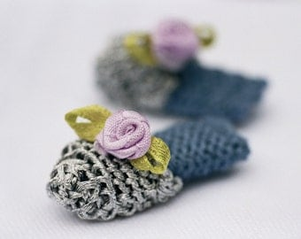 Tiny knitted shoes pattern for Appley Peach knitted doll