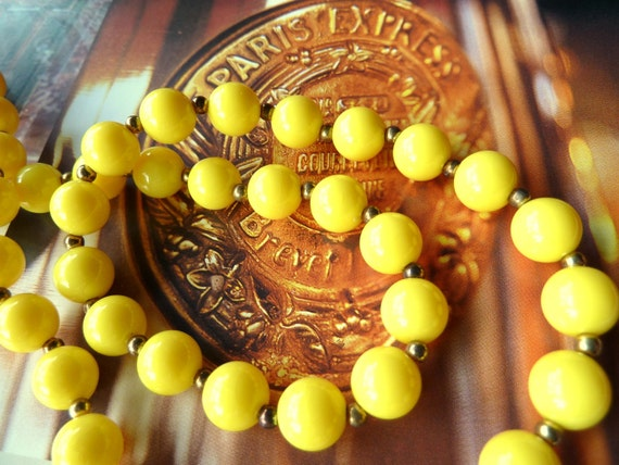 Yellow. Marmalade. Vintage. Bead. Necklace. France. 1950s