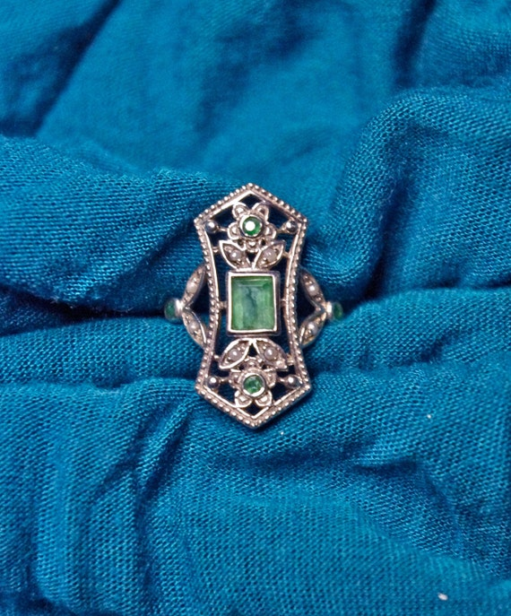 Beautiful Vintage Natural Emerald, Seed Pearl & 925 Sterling Silver Victorian Filigree Ring