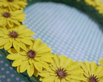 Wreath of mini daisies, upcycled paper, handmade