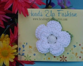 Crochet - White flower crocheted hair clip with green leaf