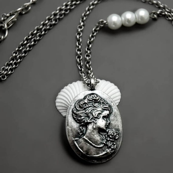 Silver Lady Necklace - Marie Antoinette