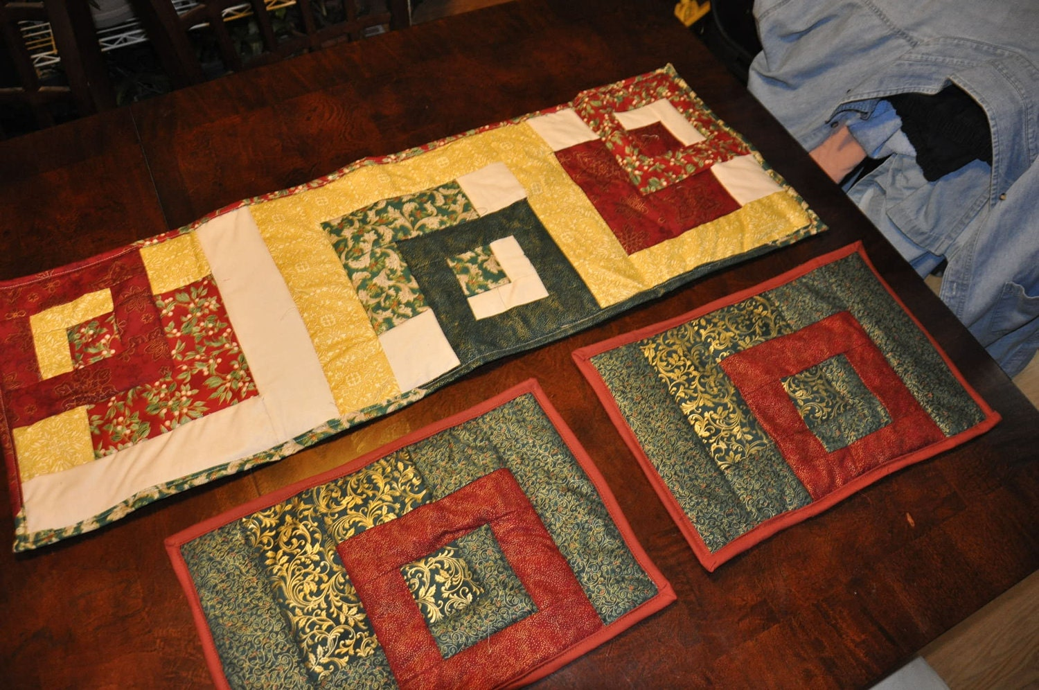 christmas table runner and placemats. Black Bedroom Furniture Sets. Home Design Ideas