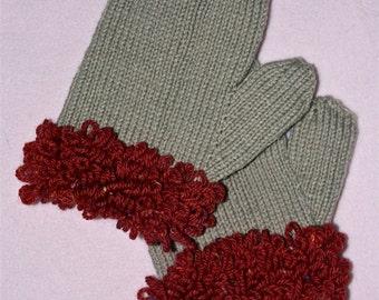 Loop-fringed cuff mittens