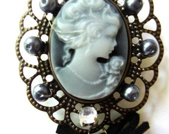 Vintage Cameo Brooch Pendant
