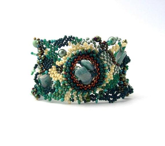 Beaded bracelet Art beadwork Seed bead jewelry freeform peyote cuff bracelet, green cream bracelet