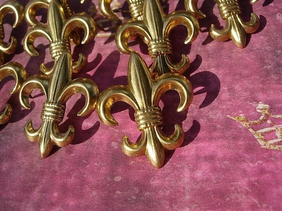 Vintage 10 larger  Fleur de Lis  Studs Golden  D.I.Y. Fashion Collage Cabochons