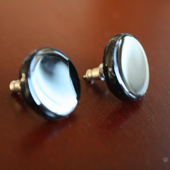 Recycled Bottle Earrings, STUDS, Upcycled Jewelry, Black Earrings, Handmade, Recycled Glass Earrings, Dessin Creations