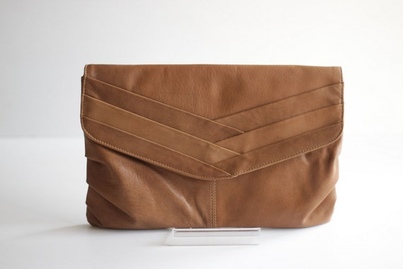 CLASSIC- Pleated Leather Clutch in Tan