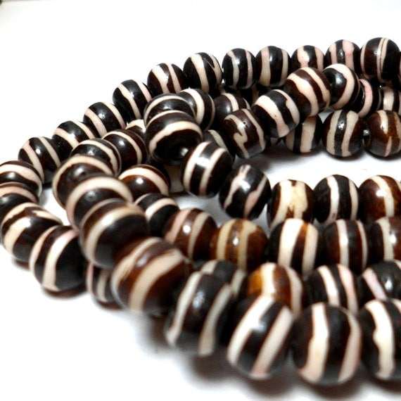 Bone Beads - Batik Bone Rounds with Stripes 9mm trade beads (20)