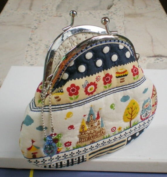 Lovely Castle in The Garden - Quilting Purse