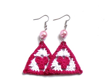 Cyclamen and white crochet triangle earrings, granny - crochet accessories