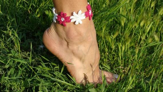 Cyclamen and white flowers crochet anklet bracelet, barefoot floral jewelry, foot bracelet
