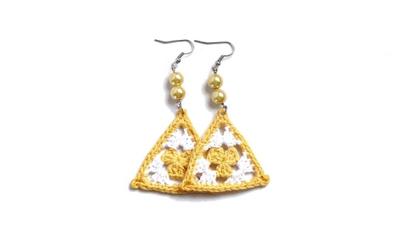 Sunshine yellow and white crochet triangle earrings, granny - crochet accessories