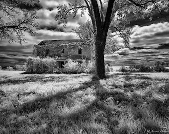Black and White Fine Art Print of an abandon house in MO