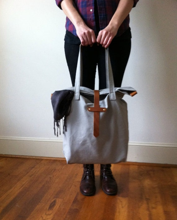 U N I S E X collection Canvas carry all tote, leather handles and strap, light grey
