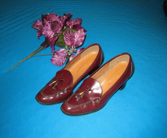 Etienne Aigner 1970s Burgundy Leather Tassel Pumps/ Heels- Size 8 N