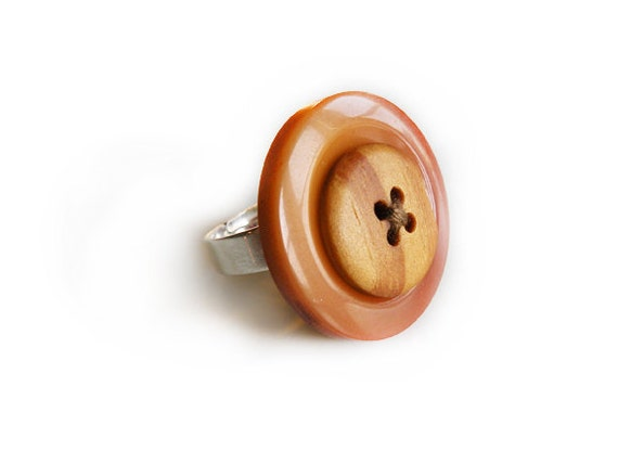 wood pecker - vintage button ring