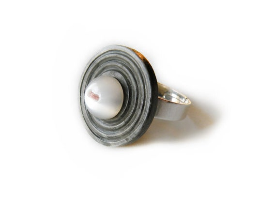 heather's gray - vintage button ring