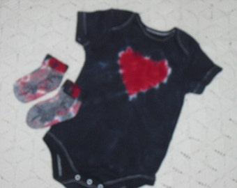 Tie dye 12 month bodysuit and socks-  Heart of Red, surrounded by black, 400