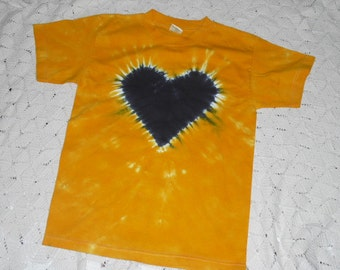 Tie dye Youth Large and Youth Small are ready to ship today!!   Black heart on a gold background