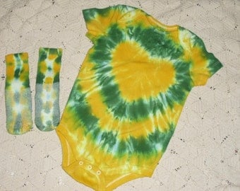 Tie dye 24 month bodysuit and socks, Heart of gold... and green