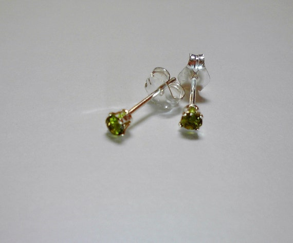 2.5mm round Chrome Diopside stud earrings